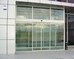 Automatic gliding glass door with photocells and a radar