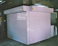 Roller door with steel lamels