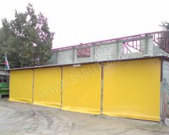Windbreaking roller screens with manual control