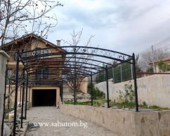 Metal construction of wrought iron