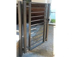 Metal pedestrian gate