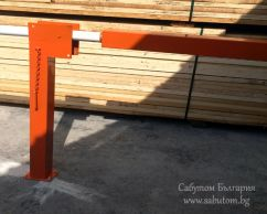 Mechanical barrier with manual control
